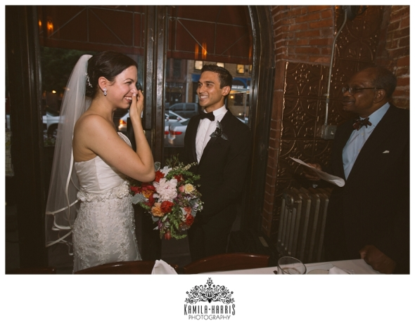 These Newlyweds Refused to let Bad Weather Rain on Their Parade, Rainy Wedding, Wettest Wedding, Brooklyn, NYC, So romantisch kann Regen sein!